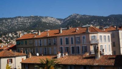 Appartement Toulon • <span class='offer-area-number'>82</span> m² environ • <span class='offer-rooms-number'>4</span> pièces