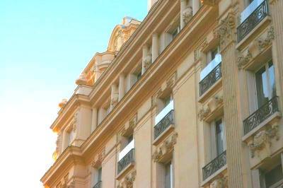 Appartement Paris 08 • <span class='offer-area-number'>165</span> m² environ • <span class='offer-rooms-number'>5</span> pièces
