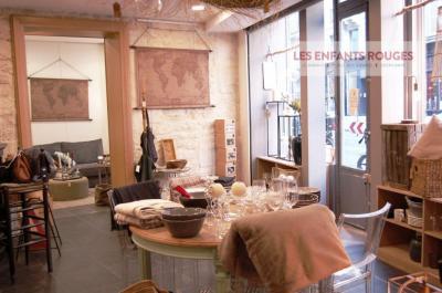 Location commerce Paris 04 • <span class='offer-area-number'>53</span> m² environ • <span class='offer-rooms-number'>3</span> pièces