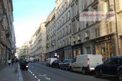 Location commerce Paris 04 • <span class='offer-area-number'>60</span> m² environ • <span class='offer-rooms-number'>3</span> pièces