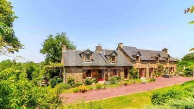 Vente maison Rennes • <span class='offer-area-number'>325</span> m² environ • <span class='offer-rooms-number'>10</span> pièces