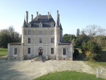 Achat château La Roche sur Yon • <span class='offer-area-number'>675</span> m² environ • <span class='offer-rooms-number'>12</span> pièces