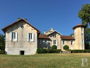 Vente maison Montendre • <span class='offer-area-number'>700</span> m² environ • <span class='offer-rooms-number'>20</span> pièces
