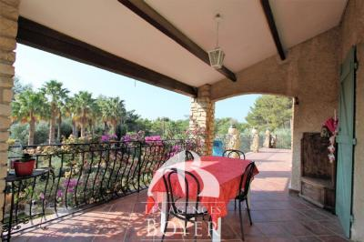 Vente maison La Cadiere d Azur • <span class='offer-area-number'>220</span> m² environ • <span class='offer-rooms-number'>7</span> pièces