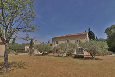 Vente villa St Remy de Provence • <span class='offer-area-number'>326</span> m² environ • <span class='offer-rooms-number'>17</span> pièces