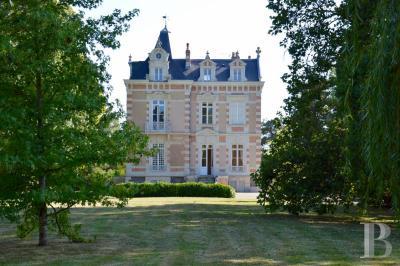 Vente château Sable sur Sarthe • <span class='offer-area-number'>400</span> m² environ • <span class='offer-rooms-number'>9</span> pièces