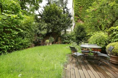 Vente maison Neuilly sur Seine • <span class='offer-area-number'>300</span> m² environ • <span class='offer-rooms-number'>9</span> pièces