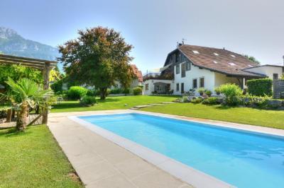 Vente maison St Pierre en Faucigny • <span class='offer-area-number'>480</span> m² environ • <span class='offer-rooms-number'>12</span> pièces