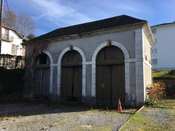 Vente parking Oloron Ste Marie • <span class='offer-area-number'>130</span> m² environ
