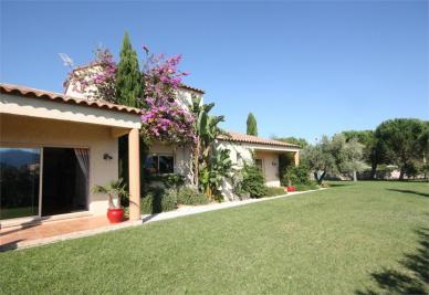 Villa Brouilla • <span class='offer-area-number'>233</span> m² environ • <span class='offer-rooms-number'>5</span> pièces