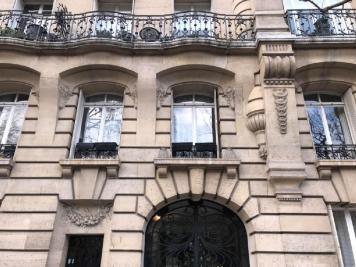 Appartement Paris 17 &bull; <span class='offer-area-number'>8</span> m² environ &bull; <span class='offer-rooms-number'>1</span> pièce