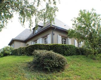 Vente maison Murs Erigne • <span class='offer-area-number'>240</span> m² environ • <span class='offer-rooms-number'>8</span> pièces