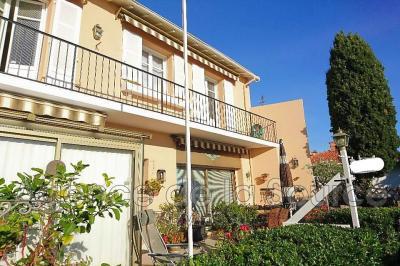 Appartement Cannes • <span class='offer-area-number'>72</span> m² environ • <span class='offer-rooms-number'>3</span> pièces