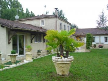 Vente maison Montendre • <span class='offer-area-number'>271</span> m² environ • <span class='offer-rooms-number'>9</span> pièces