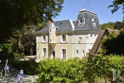 Achat maison Tours • <span class='offer-area-number'>200</span> m² environ • <span class='offer-rooms-number'>8</span> pièces
