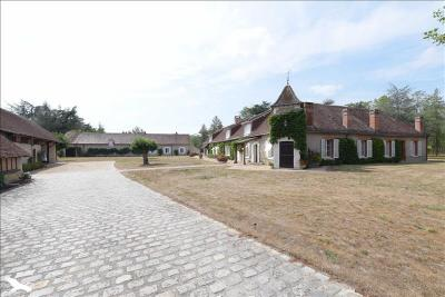 Vente maison Romorantin Lanthenay • <span class='offer-area-number'>390</span> m² environ • <span class='offer-rooms-number'>9</span> pièces