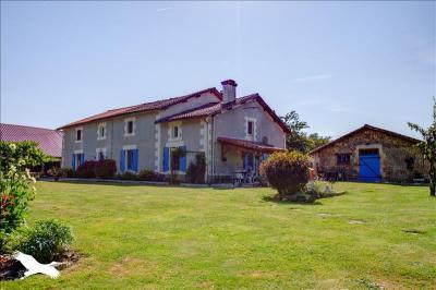 Vente maison Melle • <span class='offer-area-number'>270</span> m² environ • <span class='offer-rooms-number'>8</span> pièces