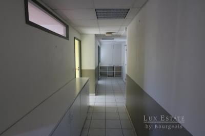 Location bureau Grasse • <span class='offer-area-number'>104</span> m² environ • <span class='offer-rooms-number'>3</span> pièces
