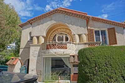 Villa Juan les Pins • <span class='offer-area-number'>128</span> m² environ • <span class='offer-rooms-number'>6</span> pièces
