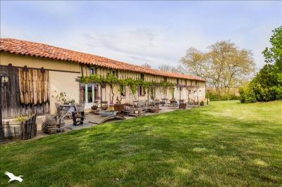 Vente maison Lezat sur Leze • <span class='offer-area-number'>330</span> m² environ • <span class='offer-rooms-number'>8</span> pièces