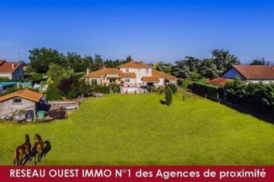 Vente villa Craponne • <span class='offer-area-number'>220</span> m² environ • <span class='offer-rooms-number'>8</span> pièces
