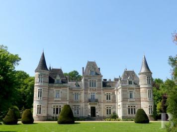 Achat château La Roche sur Yon • <span class='offer-area-number'>1 200</span> m² environ • <span class='offer-rooms-number'>20</span> pièces