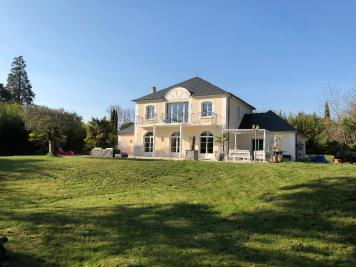 Maison St Cyr sur Loire • <span class='offer-area-number'>240</span> m² environ • <span class='offer-rooms-number'>7</span> pièces