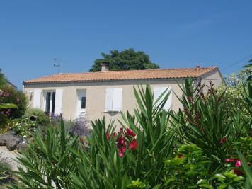 Maison Saintes &bull; <span class='offer-area-number'>119</span> m² environ &bull; <span class='offer-rooms-number'>5</span> pièces