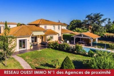 Vente villa Francheville • <span class='offer-area-number'>220</span> m² environ • <span class='offer-rooms-number'>8</span> pièces