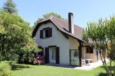 Vente maison Salies de Bearn • <span class='offer-area-number'>160</span> m² environ • <span class='offer-rooms-number'>5</span> pièces