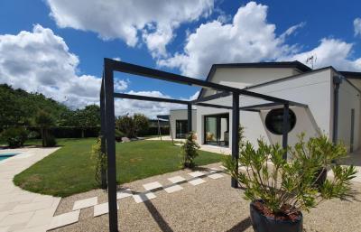 Vente maison Cholet • <span class='offer-area-number'>279</span> m² environ • <span class='offer-rooms-number'>10</span> pièces