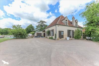 Achat maison St Amand Montrond • <span class='offer-area-number'>200</span> m² environ • <span class='offer-rooms-number'>7</span> pièces