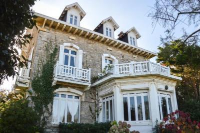 Vente villa Hendaye • <span class='offer-area-number'>350</span> m² environ • <span class='offer-rooms-number'>10</span> pièces