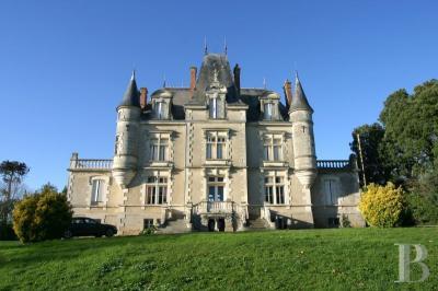 Achat château La Roche sur Yon • <span class='offer-area-number'>600</span> m² environ • <span class='offer-rooms-number'>20</span> pièces