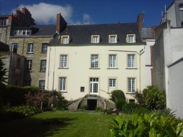 Vente maison Cherbourg • <span class='offer-area-number'>375</span> m² environ • <span class='offer-rooms-number'>12</span> pièces