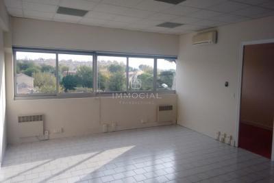 Vente bureau Salon de Provence • <span class='offer-area-number'>96</span> m² environ