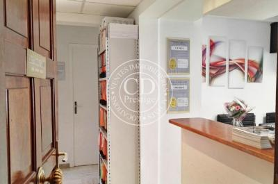 Bureau Cannes • <span class='offer-area-number'>64</span> m² environ