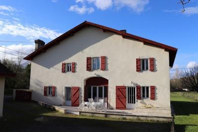 Achat maison Salies de Bearn • <span class='offer-area-number'>207</span> m² environ • <span class='offer-rooms-number'>7</span> pièces
