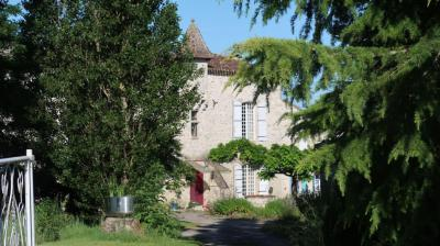 Achat maison Villeneuve sur Lot • <span class='offer-area-number'>330</span> m² environ • <span class='offer-rooms-number'>7</span> pièces