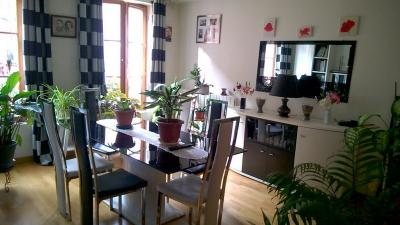 Location appartement Houdan • <span class='offer-area-number'>84</span> m² environ • <span class='offer-rooms-number'>4</span> pièces