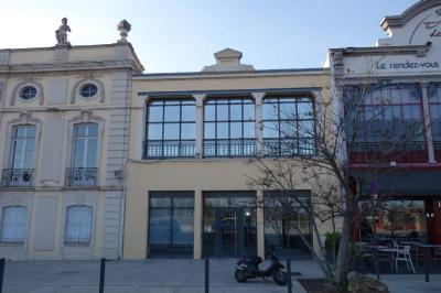 Location commerce Macon • <span class='offer-area-number'>326</span> m² environ • <span class='offer-rooms-number'>18</span> pièces