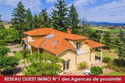 Vente maison Craponne • <span class='offer-area-number'>250</span> m² environ • <span class='offer-rooms-number'>7</span> pièces
