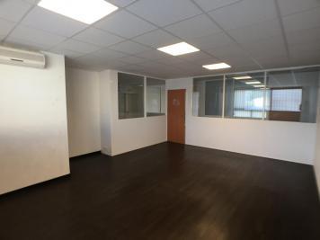 Location bureau Aubagne • <span class='offer-area-number'>119</span> m² environ • <span class='offer-rooms-number'>8</span> pièces