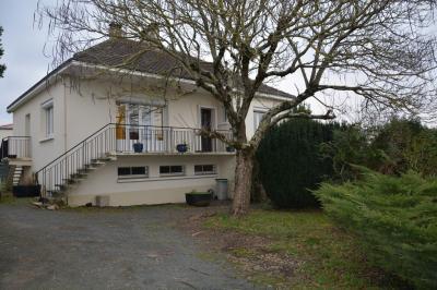 Vente maison Monnieres • <span class='offer-area-number'>85</span> m² environ • <span class='offer-rooms-number'>4</span> pièces