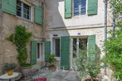 Achat maison Fontvieille • <span class='offer-area-number'>190</span> m² environ • <span class='offer-rooms-number'>5</span> pièces
