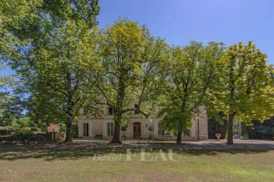 Vente château Mormoiron • <span class='offer-area-number'>800</span> m² environ • <span class='offer-rooms-number'>20</span> pièces