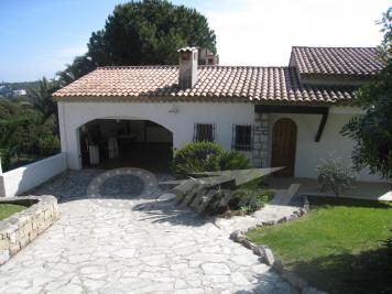 Villa Roquebrune Cap Martin &bull; <span class='offer-area-number'>164</span> m² environ &bull; <span class='offer-rooms-number'>5</span> pièces