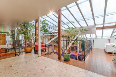 Achat loft Paris 11 • <span class='offer-area-number'>240</span> m² environ • <span class='offer-rooms-number'>10</span> pièces