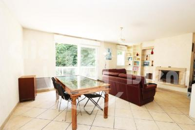 Vente appartement Chaville • <span class='offer-area-number'>109</span> m² environ • <span class='offer-rooms-number'>6</span> pièces