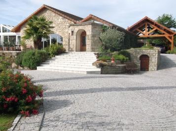 Maison Montlucon • <span class='offer-area-number'>200</span> m² environ • <span class='offer-rooms-number'>7</span> pièces